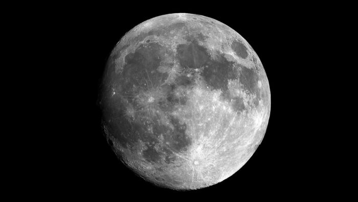 NASA confirma existencia de agua en la Luna