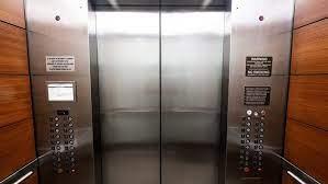 Murió un nene de 7 años tras quedar atrapado entre las puertas de un  ascensor - Telefe Noticias